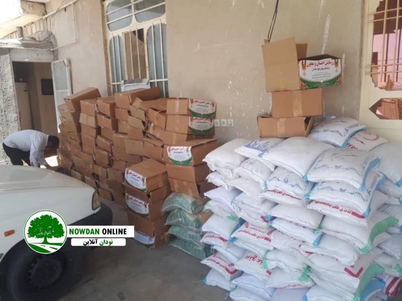 ڪمڪ مومنانه/ توزیع بسته های حمایتی اقلام غذایی در شهر نودان + تصاویر