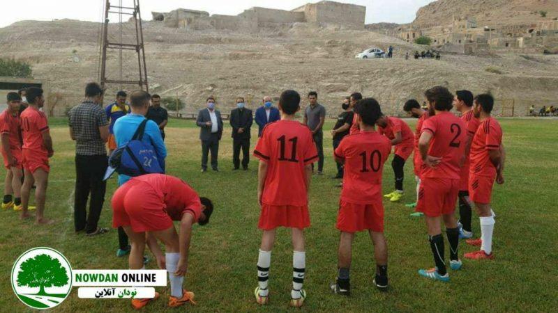 به مناسبت گرامیداشت شهید اسماعیل زارعی/ دیدار دوستانه فوتبال شهدای شهر نودان و شاهین گرگدان برگزار شد + تصاویر
