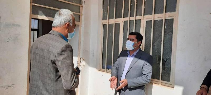 در راستای بررسی ، رسیدگی و رفع مشکلات مدرسه عشایری شهید یزدان پرست روستای تنگشیب/علی علیزاده فرماندار شهرستان کوه چنار به همراه برخی مسئولین محلی از این مدرسه بازدید کردند
