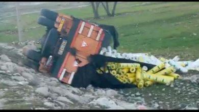 Photo of واژگونی کامیون در محور ابوالحیات – دشت ارژن منجر به فوت راننده کامیون شد