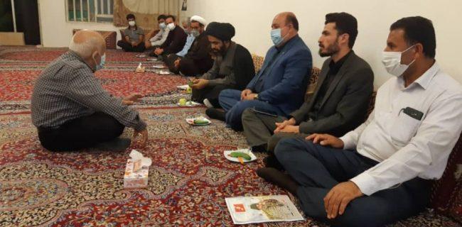 دیدار امام جمعه شهرستان کوه چنار با خانواده شهدای شهر نودان